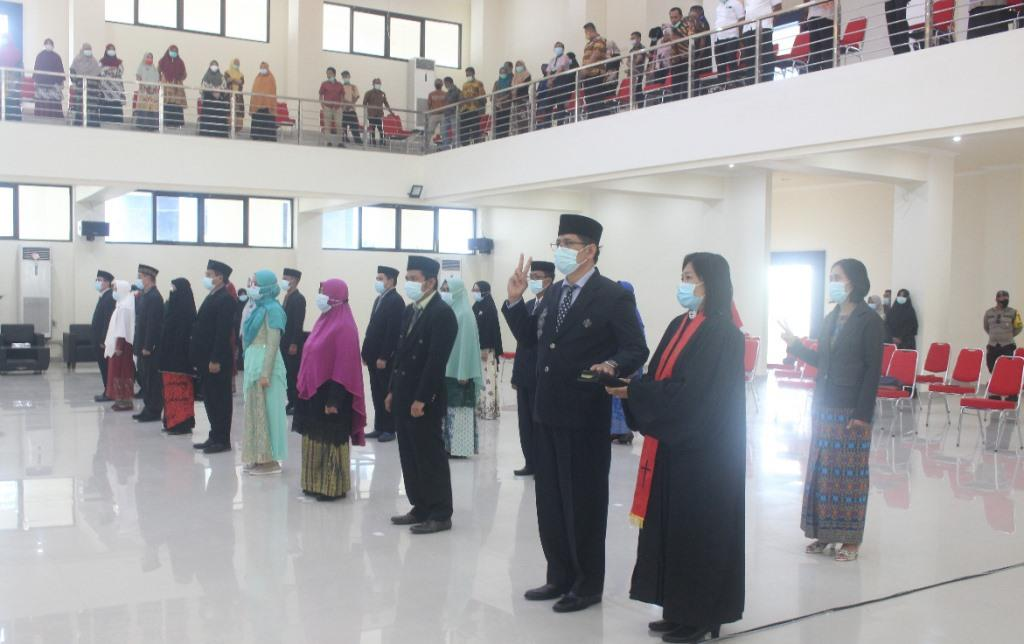 Direktur Poltekkes Kemenkes Gorontalo Lantik 23 Pejabat Baru di Lingkungan Poltekkes Kemenkes Gorontalo