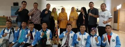 Penyambutan Kontingen Poltekkes Kemenkes Gorontalo di bandara Djalaludin